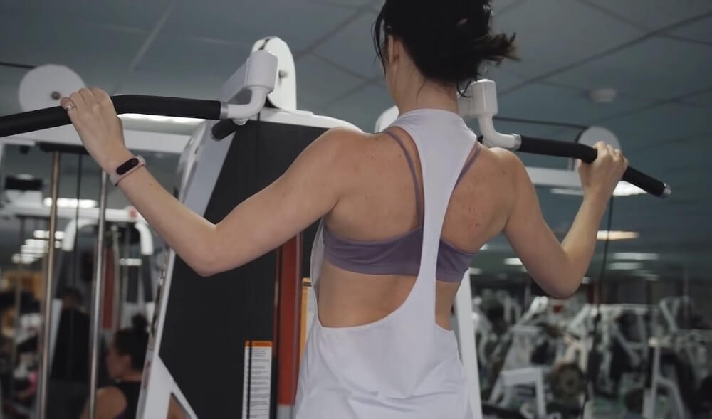 Doing Pull-ups improves Your Posture