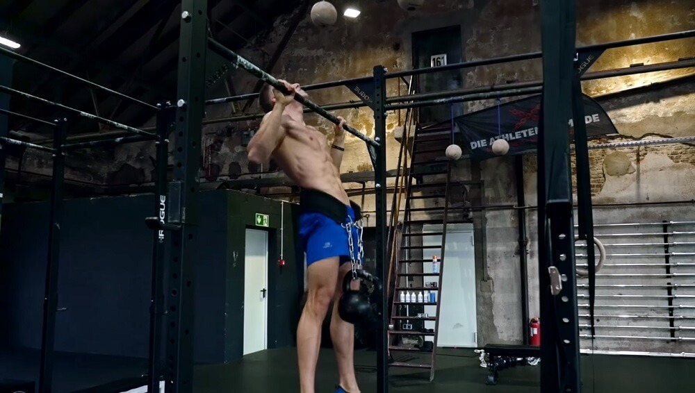 Pull ups workout to get a bigger and stronger back
