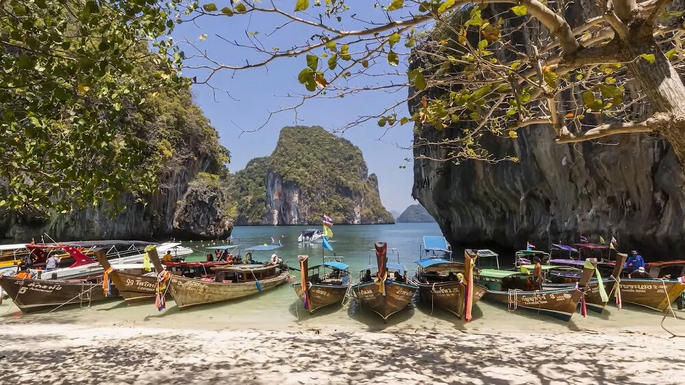 Halong bay is the best place to visit in vietnam